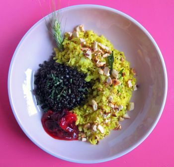 blumenkohl-couscous couscous glutenfrei-couscous ayurveda-couscous ayurveda rolling tiger beluga-linsen pflaumen-chutney copyright by julia wunderlich